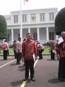 Di depan Istana Negara